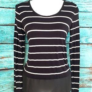 🌺 3/$20 Black & white stripe mixed media top